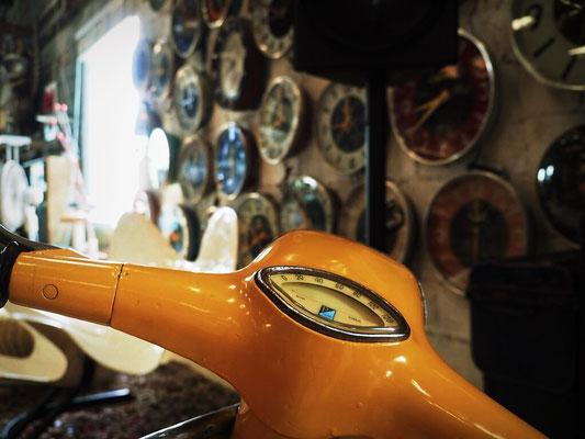 Vespa and watches - Papaya Vintage - Lat Phrao - Bangkok