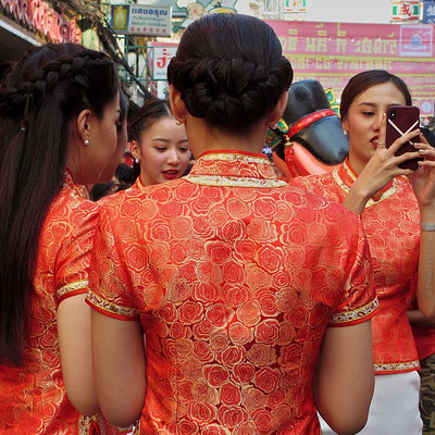 Chinese New Year 2018 - Final Parade - Ladys In Chinese Dress