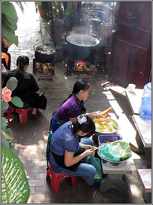 Luang Prabang -  Kitchen girls prepare vegetable