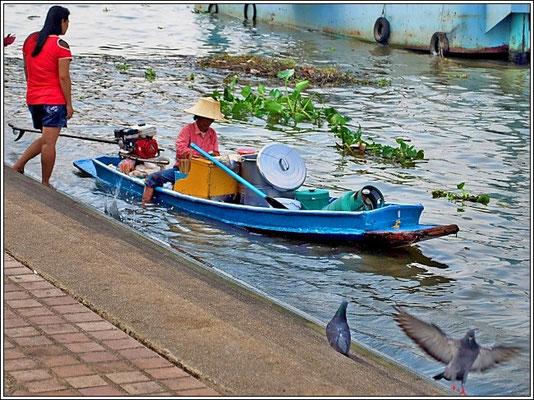 Shop Boat At The Chao Phraya River