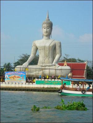 Big Buddha Opposite To Wat Paramaiyikawat