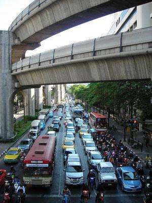 Ratchadamri_Rd (BTS Chit Lom Station, Sukhumvit Line)