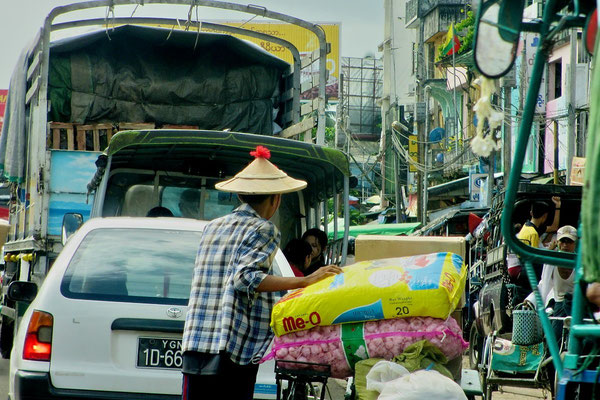 Traffic - Bago - Myanmar