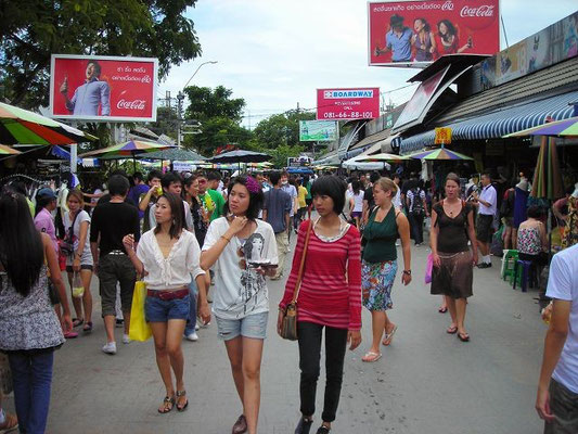 Chatuchak Weekend Market - MRT Kamphaeng Phet Station -