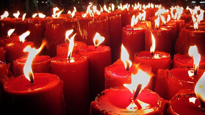 Chinese New Year 2018 - Final Parade - Candles At Wat Traimit