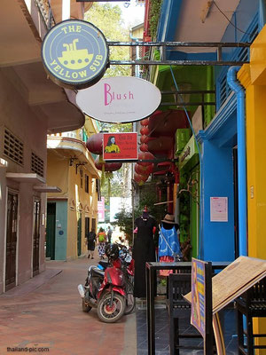 The Yellow Sub Bar - Old Market Area - Siem Reap