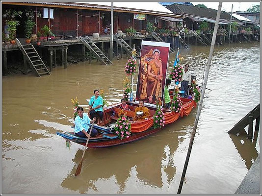 Birthday Of The HR Queen Of Thailand - Amphawa
