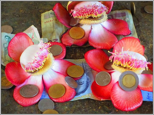 Chedi Phutthakhaya - Sangkhla-Buri