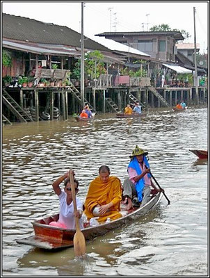 Early Morning The Monks Get Their Merit - Amphawa