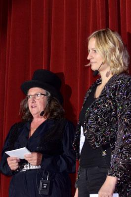 Führten durch den Abend: Zirkusdirektorin Helene und Nicole.