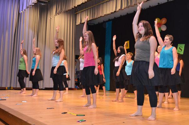 Die Gruppe Dance mit ihrer Ticket-Hotline.