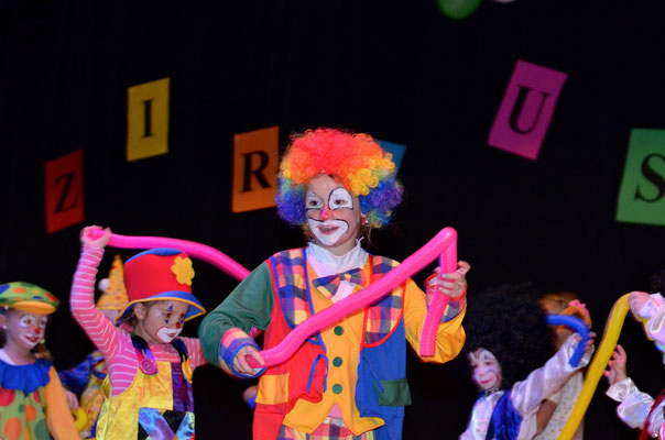 Die KITU-Kids als clowneske Wawuschels…