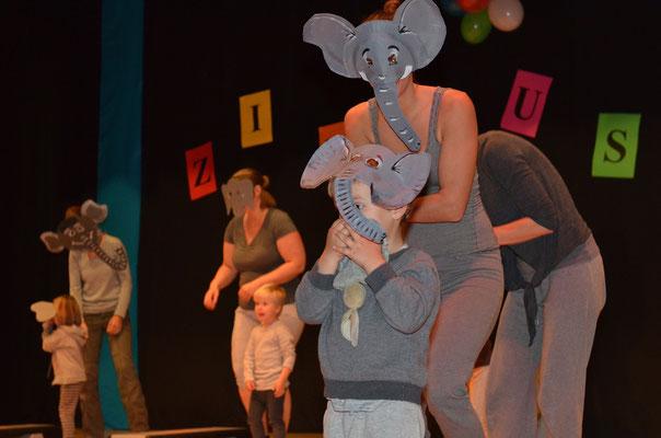 Auftritt der Kleinsten (MUKI/ELKI) als Elefanten.