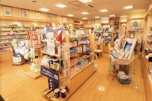 南魚沼市(六日町)の漢方相談ができる漢方薬局「ときのや薬局」の店内