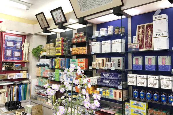 村上市の漢方相談ができる漢方薬局「ファミリードラッグたんぽぽ」の商品ケース