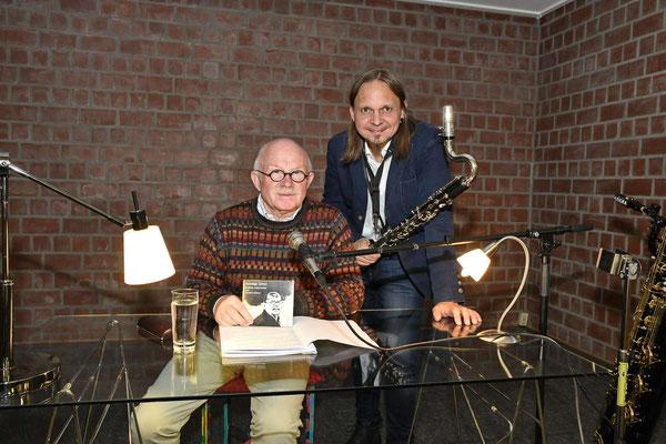Schräge Zeiten - Lesung mit Norbert Kühne und musikalischer Untermahlung von Claudius Reimann