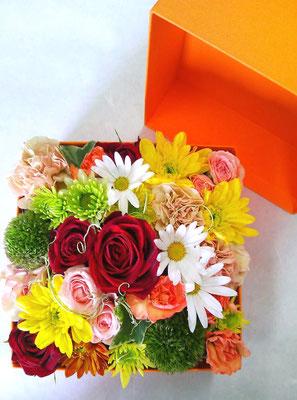 Mサイズ オレンジ 色々な色を入れてガーリーなイメージで制作。