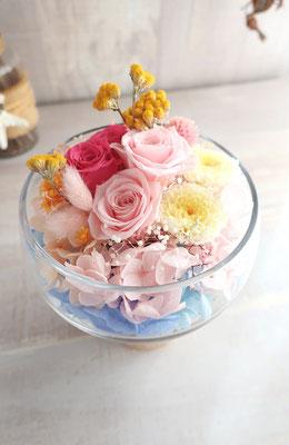 お友達の誕生日プレゼント用。パステルカラーでかわいいガラス花器アレンジ