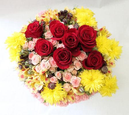 7周年のお祝いに7本の赤バラをメインにしたアレンジメント