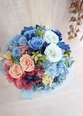アンティークをテーマに落ち着いた色合い&ドライフラワーを入れたプリザーブドフラワーの花束