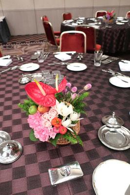 食事会用テーブル花