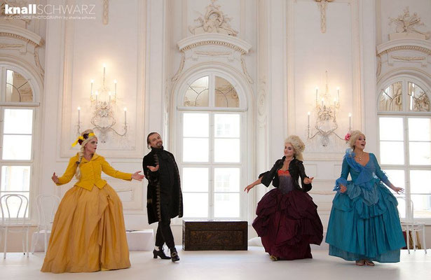 Marelize Gerber (Sivene), Gernot Heinrich (Silango), Anna Manske (Tangia) & Elsa Giannoulidou (Lisinga) in Le Cinesi - CW Gluck Photo: Charlie Schwarz ©