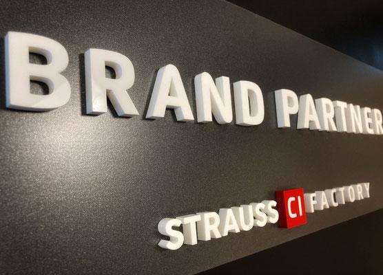 Erhabene Buchstaben, Logos, Ziffern - ParkSign feat. DiehlDesign, Frankfurt