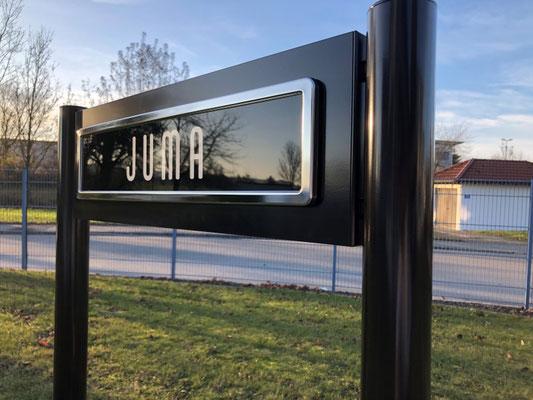 Parkplatzschild direkt aus unserer Produktion 12/2019  in RAL 8022 - mit Halterung Premium.