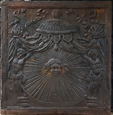 In.-Nr. xxx   Allegorie Sonnenkönig Ludwig XIV.  Kaminplatte 100 x 100 cm, Lothringen, um 1690