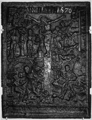 Nr. 236   Die Kreuzigung Christi, Ofenplatte 58 x 73 cm, Eisenschmitt (?), dat. 1570