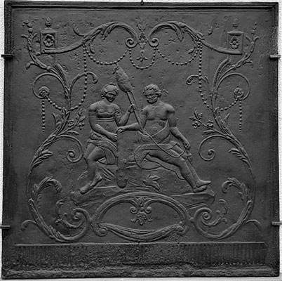 Inv.-Nr. 304   Herkules und Omphale, Kaminplatte 100 x 100 cm, Lothringen, 1. H. 18. Jh.