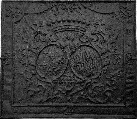 Inv.-Nr. 52   Allianzwappen Abtei Fraulautern - Marie-Therese Freifrau von Saintignon - Namur,  Kaminplatte 79 x 69 cm, Dillingen, um 1735