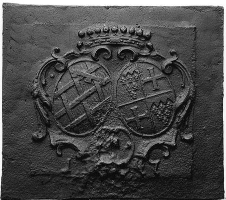 Inv.-Nr. 127   Allianzwappen Zievel von Daun/Kämmerer von Worms/von Dalberg  Kaminplatte 71 x 63 cm, Südeifel, 18. Jh.