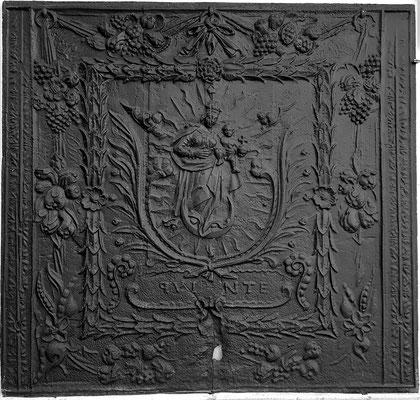 Inv.-Nr. 129   Madonna als Himmelskönigin, Kaminplatte 101 x 96 cm, Quint, ab 1683