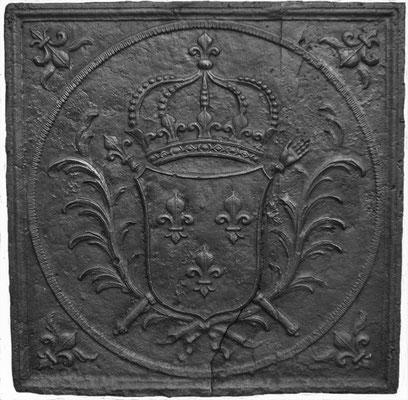 Inv.-Nr. 104   Wappen Frankreich (Ludwig XIV.),  Kaminplatte 80 x 80 cm, Lothringen, um 1690