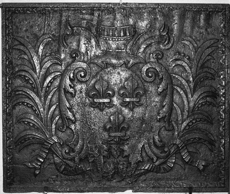 Inv.-Nr. 101   Wappen Frankreich (Ludwig XIV.),  Kaminplatte 94 x 80 cm, Lothringen, um 1680