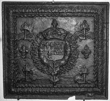 Inv.-Nr. 40   Allianzwappen Frankreich-Navarra (Ludwig XIV.),  Kaminplatte 80 x 75 cm, Lothringen, um 1688