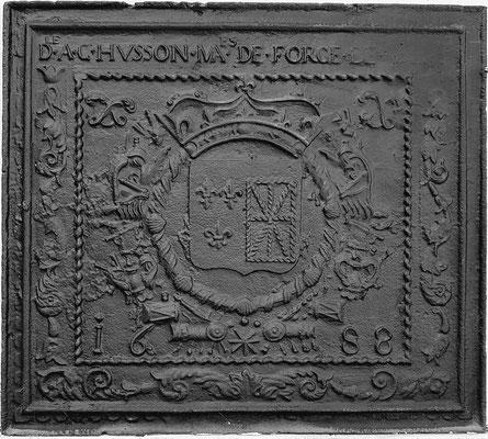 Inv.-Nr. 41   Allianzwappen Frankreich-Navarra (Ludwig XIV.), gegossen anlässlich des Beginns des Pfälzischen Erbfolgekrieges (1688-1697),  Kaminplatte, 97 x 86 cm, Villerupt, dat. 1688