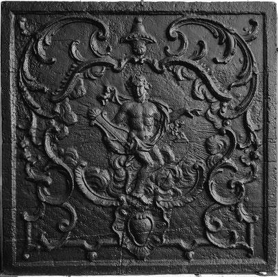 Inv.-Nr. 287   Apollon, Kaminplatte 81 x 81 cm, Lothringen, 2. H. 18. Jh.
