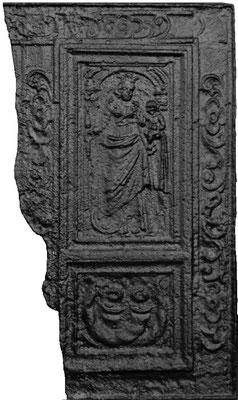Inv.-Nr. 131   Madonna als Himmelskönigin, Kaminplatte (Fragment), Quint, ab 1683
