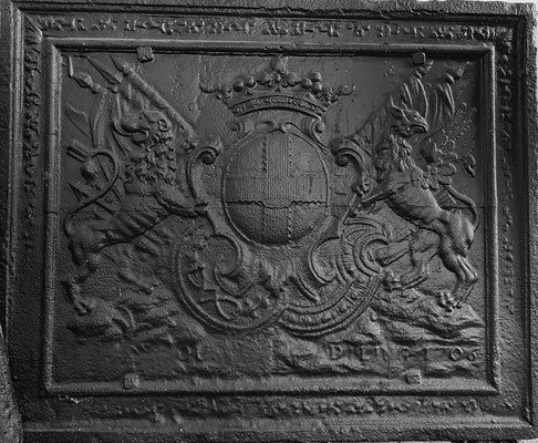 Inv.-Nr. 47   Wappen Charles Henri Gaspard de Lenoncourt-Blainville,  Kaminplatte 93 x 76 cm, Dillingen, dat. 1706