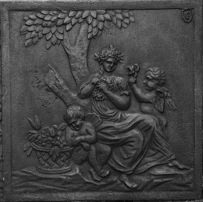 Inv.-Nr. 295  Flora, Kaminplatte 59 x 60 cm, Hayange, 2. H. 18. Jh.