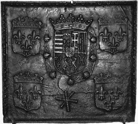 Inv.-Nr. 15   Wappenkomposition Lothringen (Karl III.)- Frankreich (Heinrich II.),  Kaminplatte 65 x 59 cm, Lothringen, 2.H. 16. Jh.