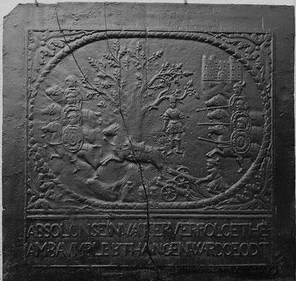 Inv.-Nr. 174   Der Tod des Absalom, Kaminplatte 98 x 94 cm, Elsaß/Südpfalz, 2. H. 17. Jh.