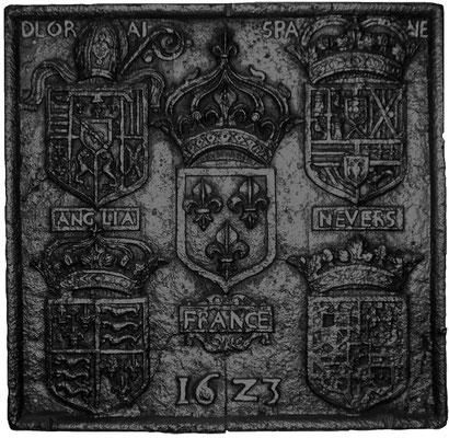 Inv.-Nr. 31    Wappenkomposition anlässlich der Ernennung des François de Lorraine-Guise-Charligny, zum Bischof von Verdun, Kaminplatte,  76 x 74 cm, Lothringen, dat. 1611