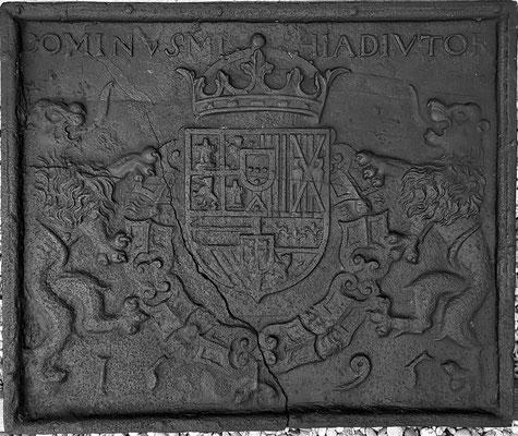 Inv.-Nr. 420   Wappen Spanien Philipp II.,  Kaminplatte 75 x 63 cm, Villerupt, dat. 1595