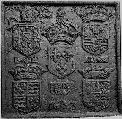 Inv.-Nr. 32   Wappenkomposition anlässlich der Ernennung des François de Lorraine-Guise-Charligny, zum Bischof von Verdun, Kaminplatte,  77 x 75 cm, Lothringen, dat. 1611