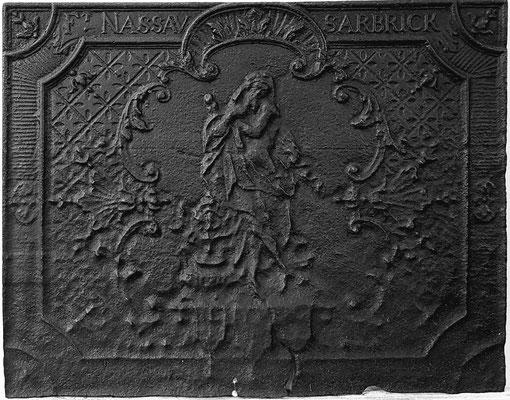 Inv.-Nr. 253   Allegorie des Winters, Kaminplatte 69 x 55 cm, Saarland, um 1730/40