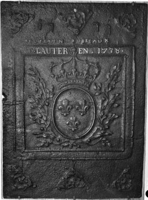 Inv.-Nr. 116   Wappen Frankreich (Ludwig XVI.) Pierre Beltramin (königlicher Gerichtsbeamter und Steuereinnehmer in Saarlouis) - Marie Madeleine Dupreaux,  Kaminplatte 64 x 89 cm, Geislautern, dat. 1777