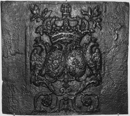Inv.-Nr. 92   Allianzwappen Lothringen (Lepold I.) - Orleans (Elisabeth-Charlotte von Orleans)  Takenplatte 72 x 65 cm, Neunkirchen(?), um 1700